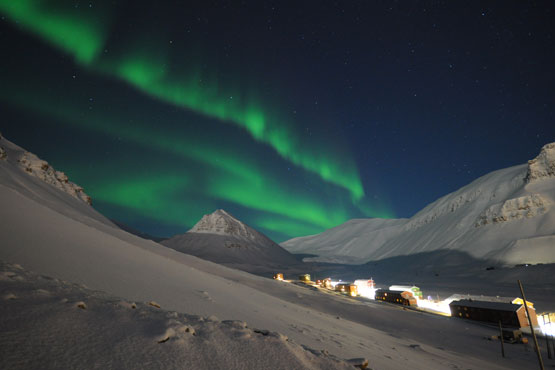 Northern lights over Nybyen, Longyearbyen. (Photo: Aki Vähä).