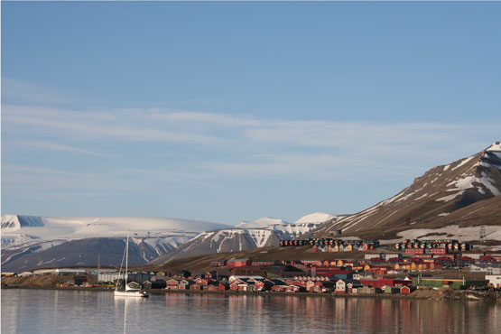 Longyearbyen harbour in midnight sun. (Photo: Eva Therese Jenssen)