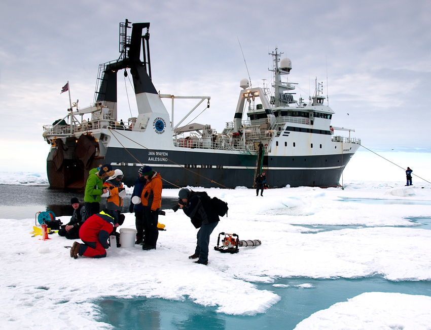 AB-202 fieldwork on the sea ice. Photo: Frank Eggenfellner/UNIS.