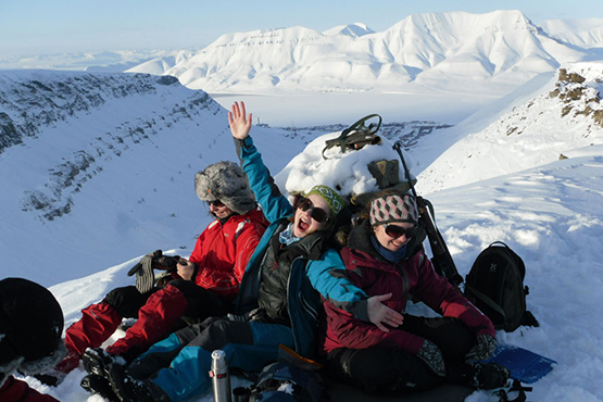 Happy students on Sarkofagen, Longyearbyen, Svalbard. Photo: Juni Vaardal-Lunde/UNIS.