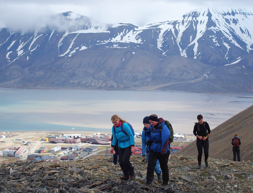Student excursion to Sarkofagen outside Longyearbyen.