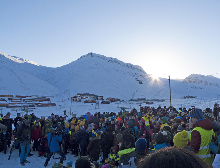 The return of the sun is celebrated in Longyearbyen, 8 March 2016. Photo: Inger Lise Næss/UNIS