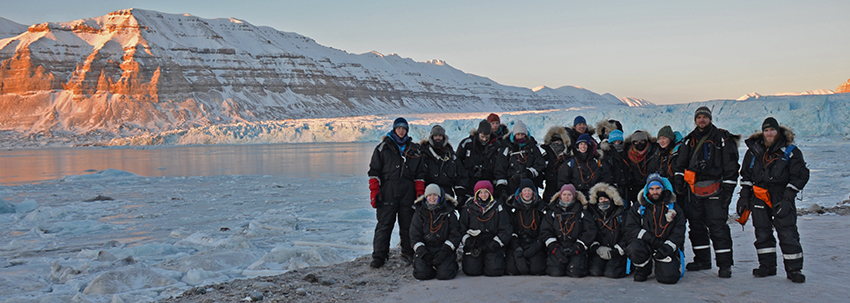 AG-325/825 students on fieldwork to Tunabreen in February 2017. Photo: Sebastian Sikora/UNIS