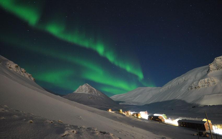 Aurora Borealis dances across the sky above Nybyen.