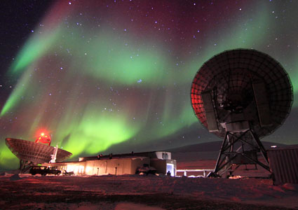 Aurora over Eiscat Svalbard Radar. Photo: Njål Gulbrandsen/UNIS