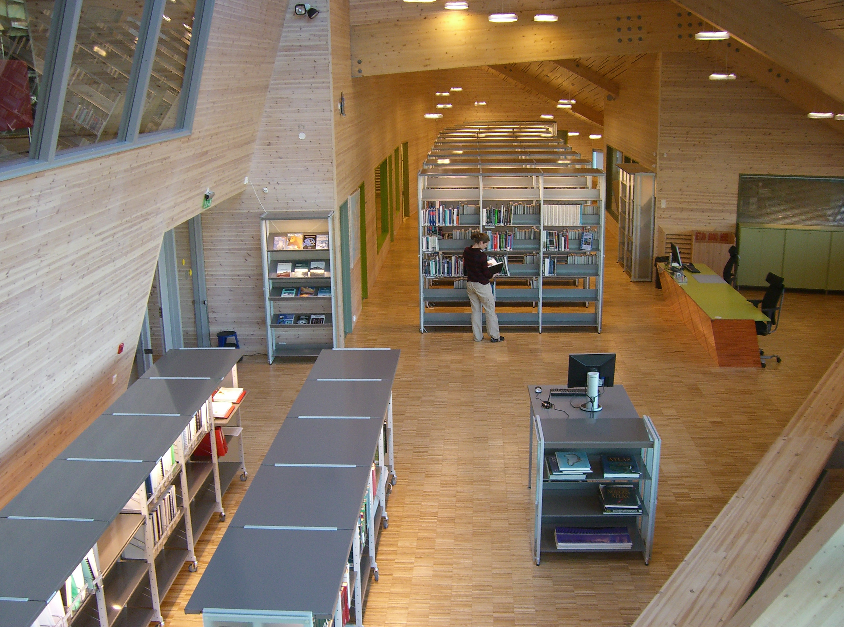 The new UNIS library opened in 2005. (Photo: Michael Matschiner)