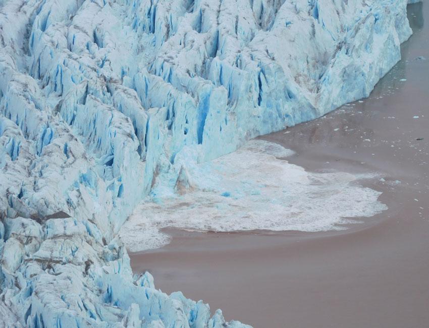 Ocean temperatures dictate glacier calving