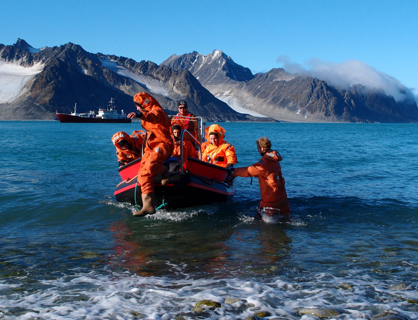 UNIS students in Magdalenegfjorden, Svalbard