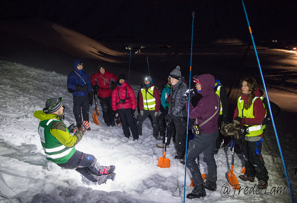 Avalanche training during UNIS safety course, January 2016. Photo: Frede Lamo
