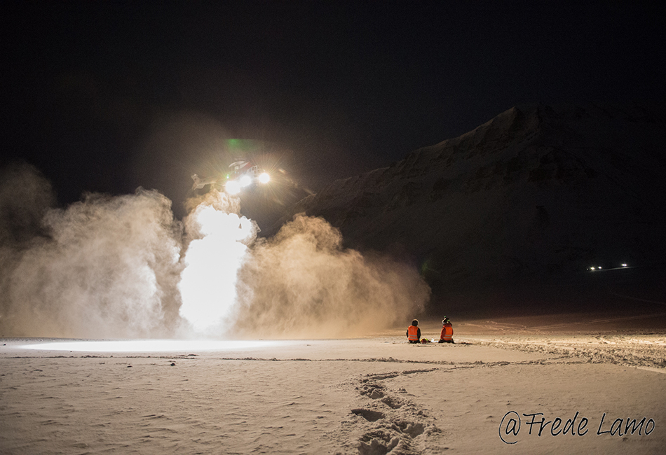 Helicopter near Longyearbyen during a drill, January 2016. Photo: Frede Lamo/UNIS