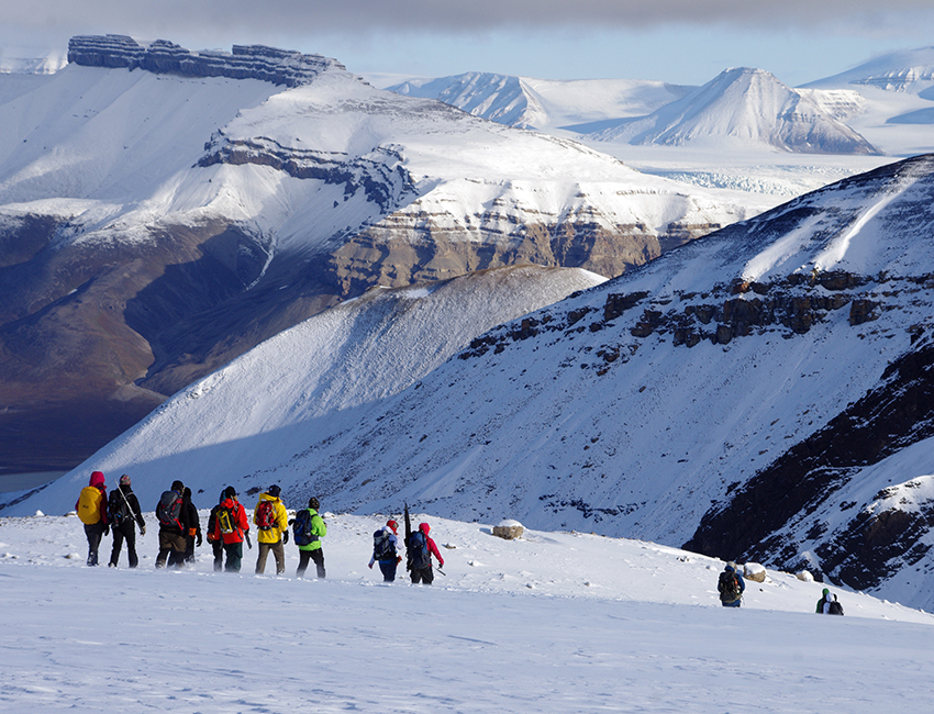Fieldwork in Svalbard – walking from Bertilbreen towards Petuniabukta. UNIS course AT-209, September 2015. Photo: Nils Roar Sælthun/UNIS