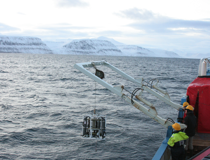 Warm water reappears in Spitsbergen fjords