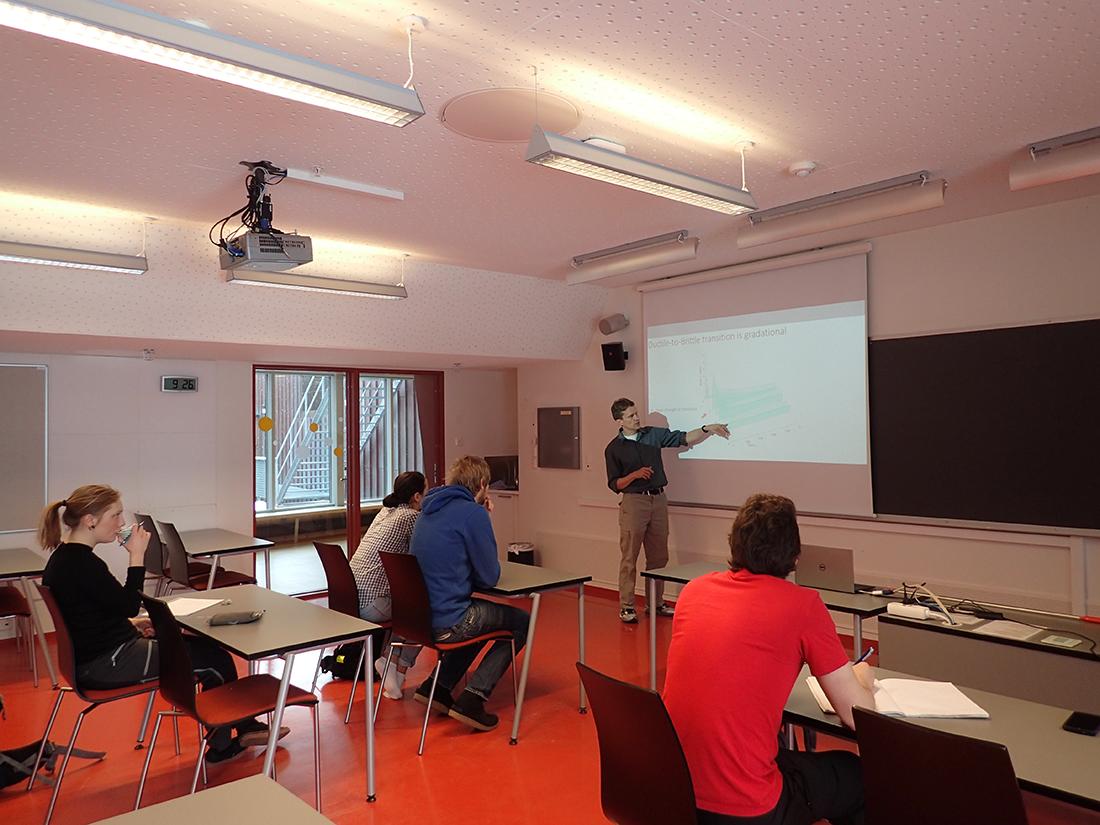 Carl Renshaw teaching at UNIS