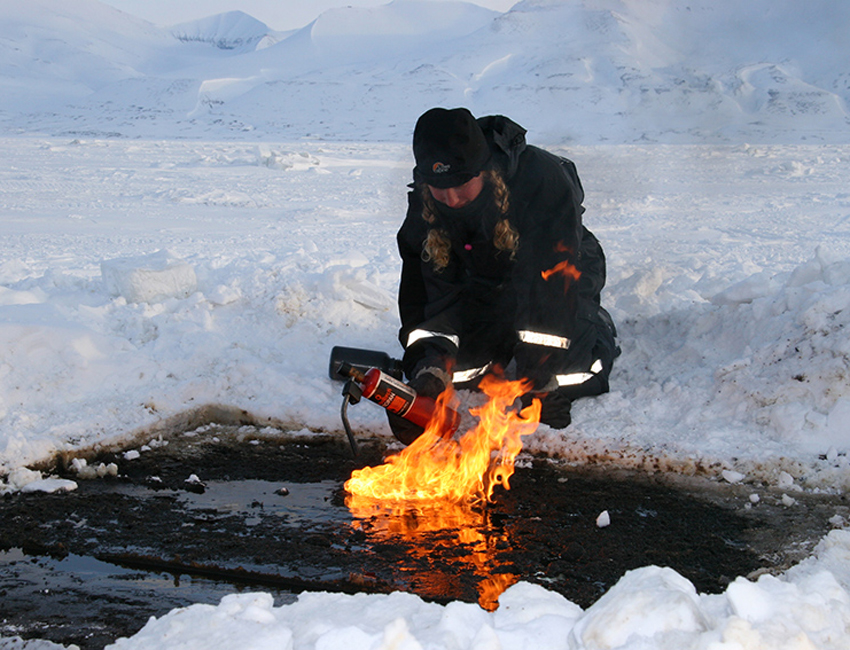The fate of oil spills in the Arctic