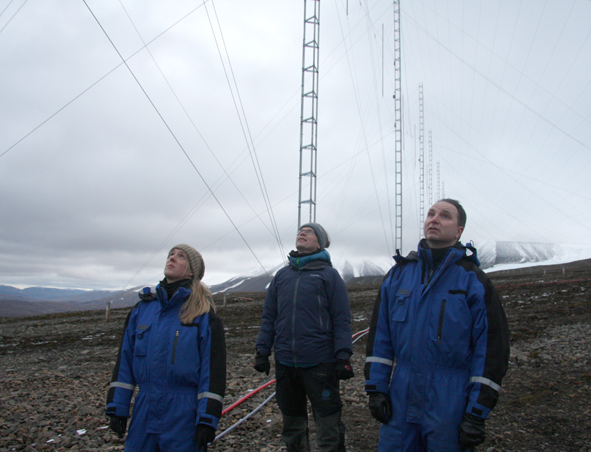 Lisa Baddeley, Frank Nilsen and Dag Lorentzen at the SuperDARN radar.