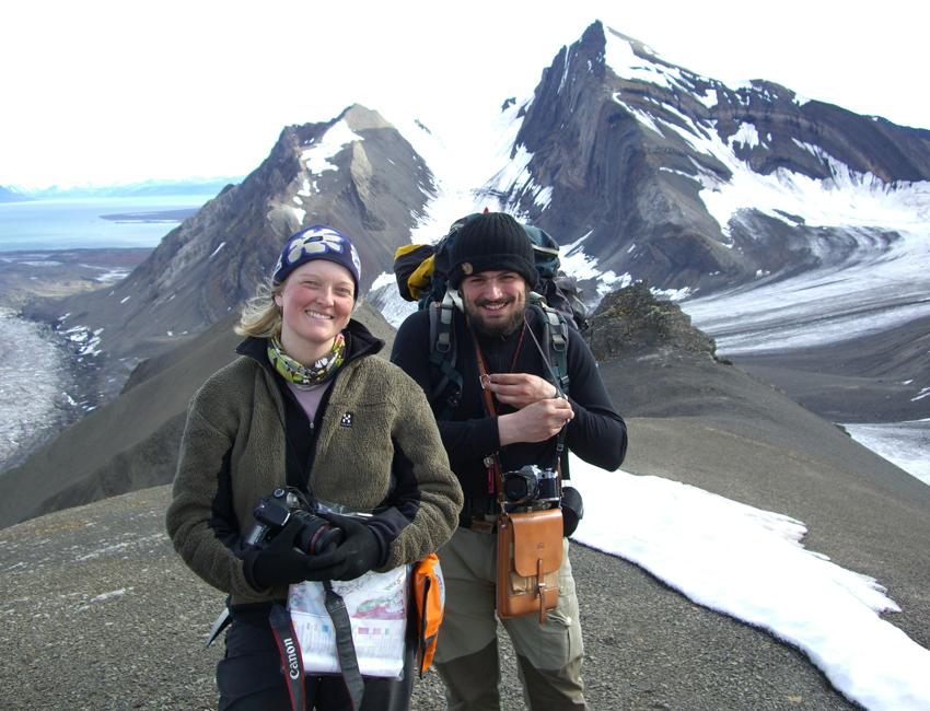 Tine Larsen and Pierre Mauries on Mediumfjellet on Svalbard
