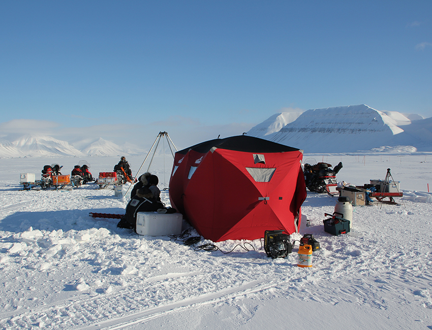 Work camp on sea ice in Van Mijenfjorden during AB-330/830 fieldwork. Photo: Janne Søreide/UNIS