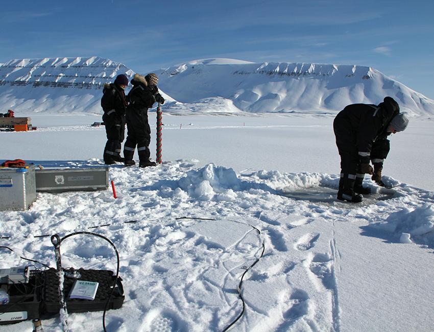 Preparing for light measurements. Photo: Janne Søreide/UNIS