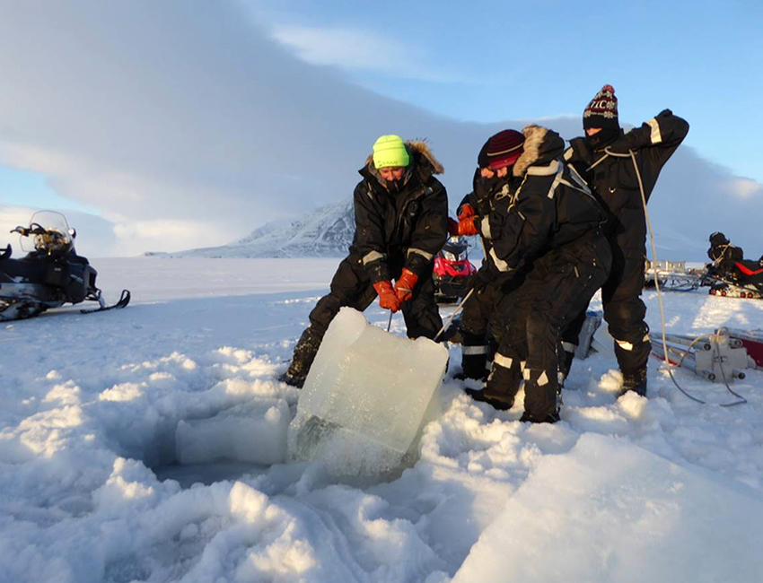 Preparing a hole for net sampling. Photo: Janne Søreide/UNIS