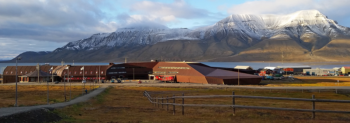 UNIS/Svalbard Science Centre in evening sun, August 2015. Photo: Eva Therese Jenssen/UNIS