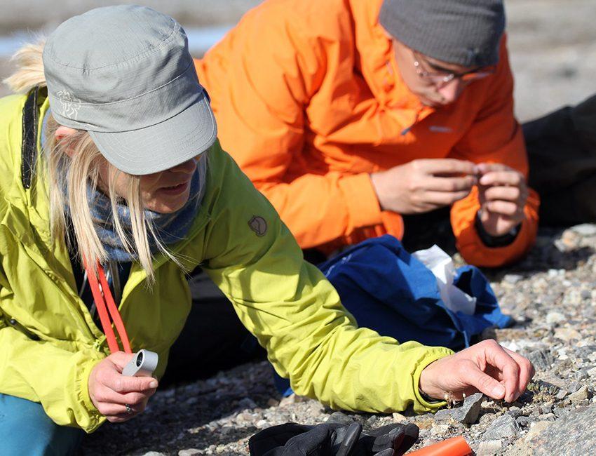 Pernille Bronken Eidesen and AB-201 student during fieldwork in Kongsfjorden, August 2018. Photo: Tina Dahl/UNIS