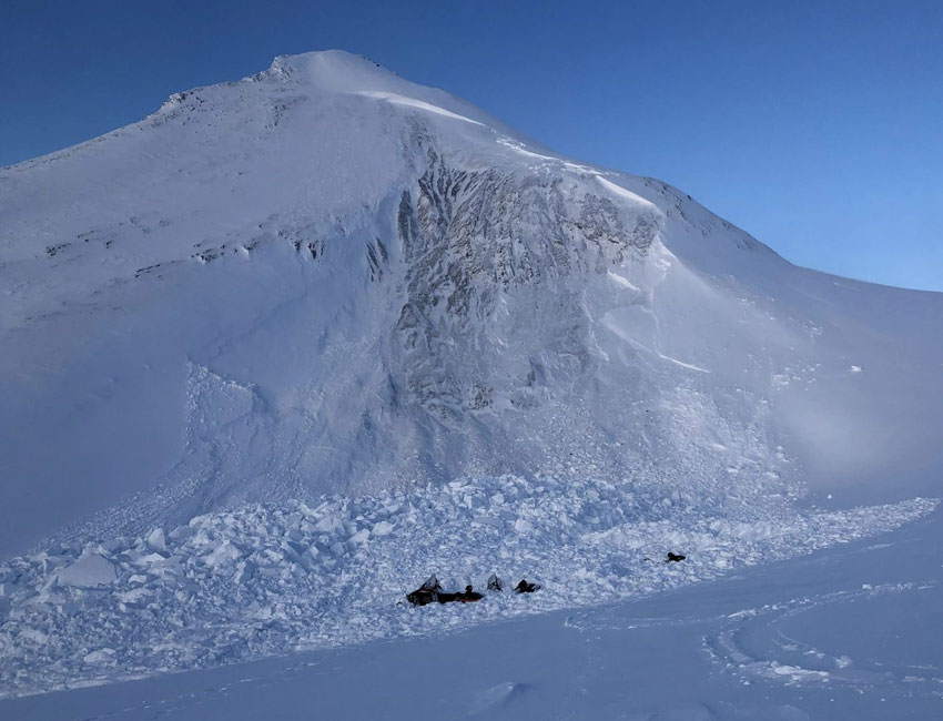 The snow avalanche on Fridtjovbreen on 20 February 2020 killed two people. Photo: The Governor of Svalbard.