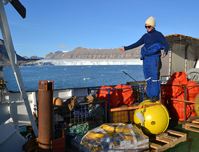 Tides and weather affect transport of warm water to the Arctic