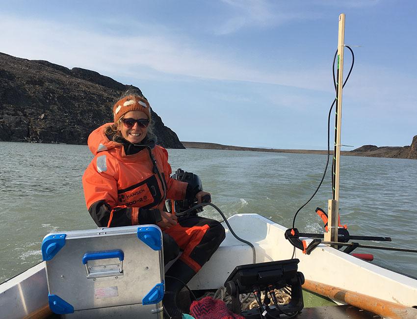 PhD candidate Lis Allaart on fieldwork on Femmilsjøen.