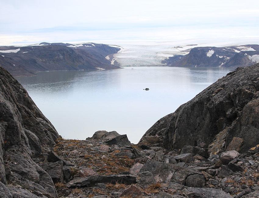 Femmilsjøen and Longstaffbreen