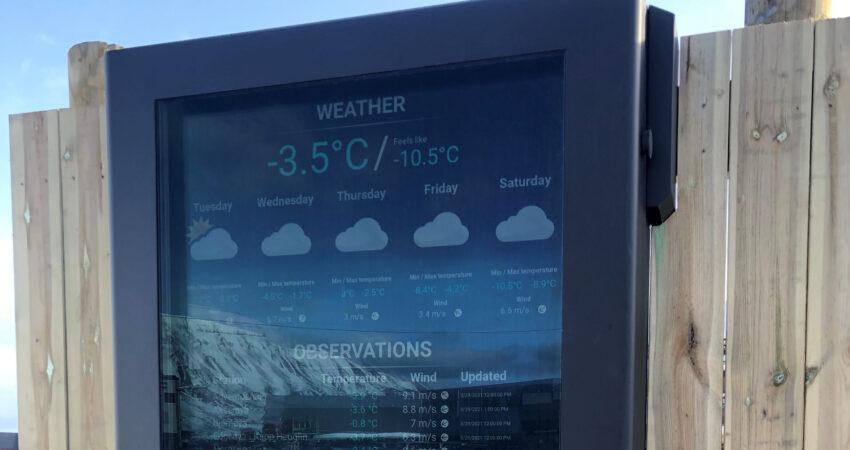 Weather information board in Adventdalen