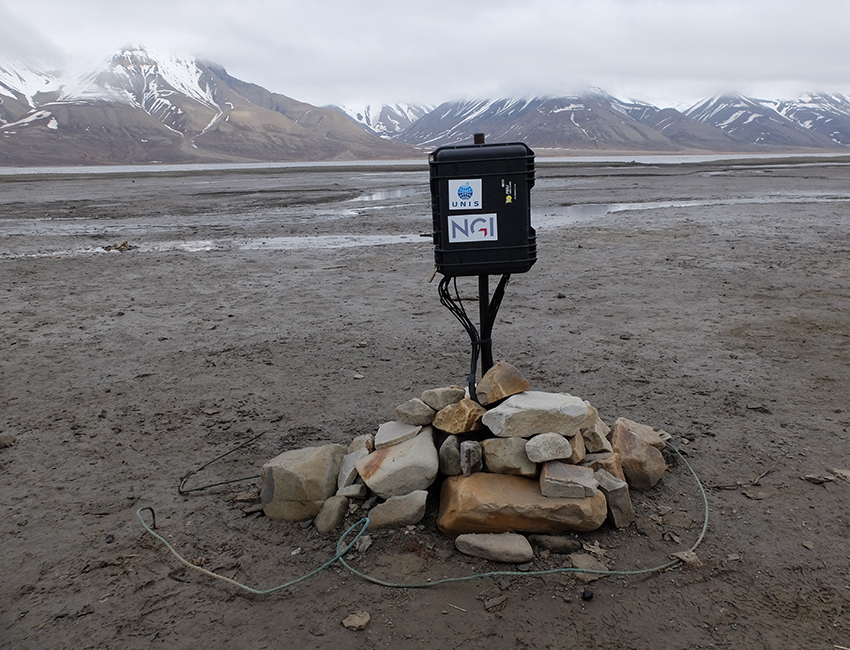 Strengthens competence building within geosciences in polar areas