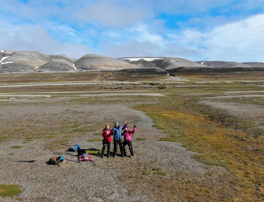 Scientists counting Svalbard reindeer